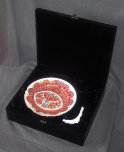 """Тарелка декоративная """" Драгоценный цветок """" в подарочной деревянной коробке"""