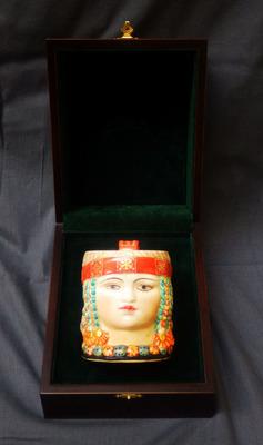 Кружка декоративная в подарочной упаковке.