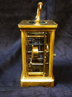 Часы  каретные в подарочном деревянном футляре.