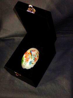 Яйцо пасхальное в подарочной коробке.