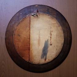 """Блюдо настенное деревянное """"Дама, стоящая в интерьере"""""""