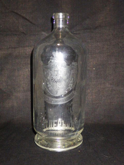 Бутылка водочная.