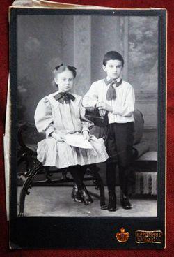 Мальчик и девочка.