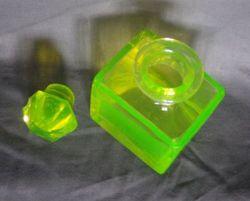 Чайница уранового стекла.