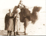 """""""У степного корабля """" -  В.Н. Зачиняев (в центре) в творческой командировке. Модото. Монголия. 1956 г."""