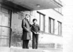А.Х. Белявский на ступенях СХШ. 1980-е годы.