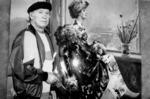 А.Г. Гуляев за работой над портретом жены. 1980-е гг.