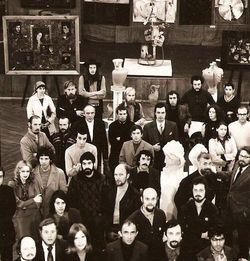 Б.М. Стародубцев в центральной части снимка слева (в кофте с двумя белыми продольными полосами).